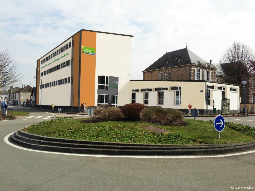 rehabilitation-de-l-ancien-college-en-locaux-pepiniere-et-tresorerie-la-loupe-28-093426
